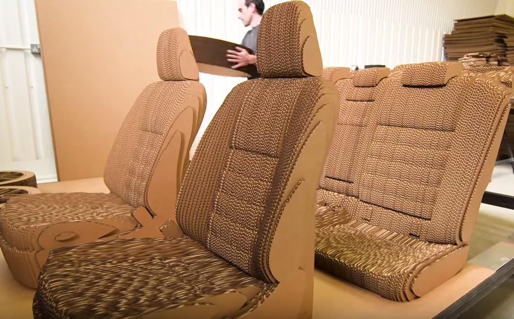 段ボールの椅子