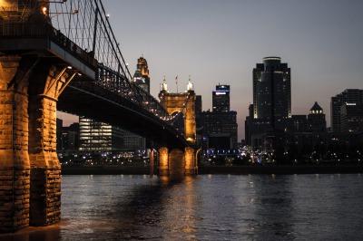 綺麗な橋と夜景
